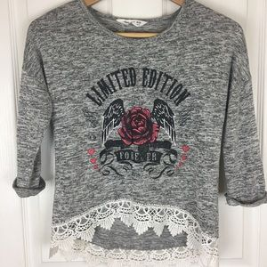 High-low lace trimmed 3/4 sleeve tee shirt